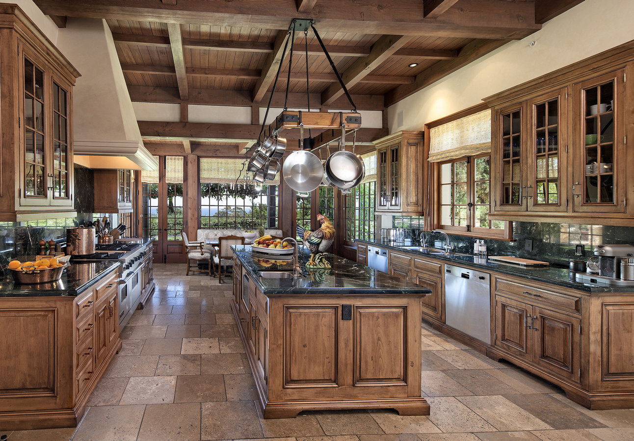 A Luxury Gourmet Kitchen In Every Sense Offering Large Preparation Island Walk Pantry And Separate Butlers With Built Pine Glass Display